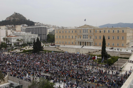 Las protestas por el plan de austeridad en Grecia dejan tres muertos