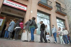 Rajoy anuncia un descenso del paro de más de 68.000 personas en julio