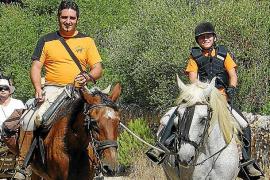 Unas 200 personas reviven la tradicional ida en carro hasta el pinar de Cala Marçal