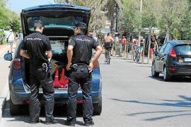 Dos detenidos acusados de hacerse pasar por revisores de gas, robar y pegar a ancianos