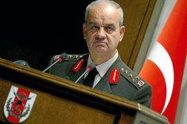 Cadena perpetua por conspiración golpista para el exjefe del Ejército turco