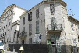 Inca levanta el telón de las obras de reforma del Teatre con el derribo de las casas anexas