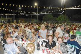 Los vecinos de es Llombards celebran las fiestas con una multitudinaria 'tremponada'