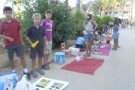Los niños de la Colònia de Sant Jordi recobran la ilusión con su mercadillo