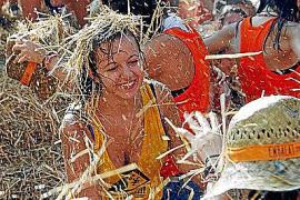 Los jóvenes 'garbejadors' de Sencelles disfrutan de la fiesta de la Mare de Déu d'Agost.