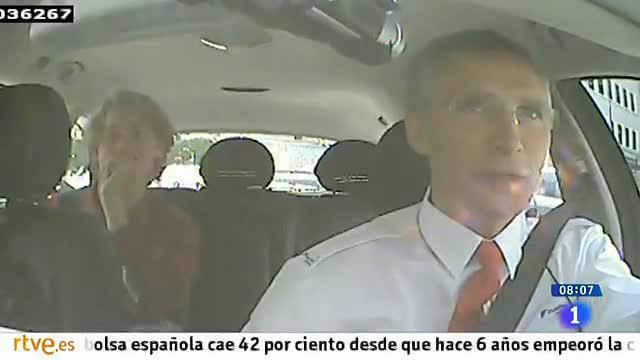 El primer ministro noruego hace de taxista por un día para un vídeo electoral