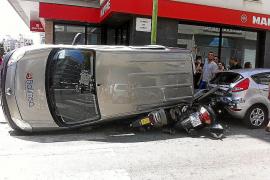 Aparatoso accidente con cinco vehículos dañados en la calle Aragón de Palma