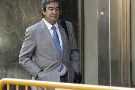 Cascos y Arenas esperan comparecer mientras declara el exgerente del PP