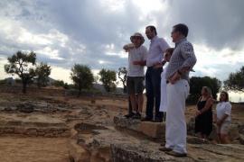 Bauzá visita el templo capitolino recuperado en el yacimiento de Pollentia