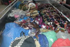 La Policía Local interviene material a 31 vendedores ambulantes en el norte de la Isla