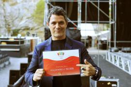 Alejandro Sanz se convierte en voluntario número 50.000 de Madrid 2020