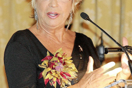 Rosalía Mera, la mujer más rica de España, ingresada en estado crítico en Menorca