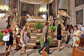 Miles de visitantes contemplan el 'llit' de la Dormició de la Mare de Déu de la Seu