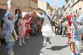 Los Cossiers danzan en honor a Sant Roc