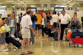 El 42,7% de los turistas que llegan a las Islas se alojan en 62.157 apartamentos no legalizados
