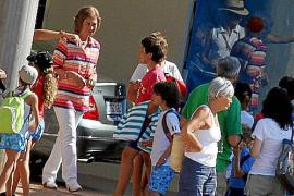 Doña Sofía de compras en Palma.
