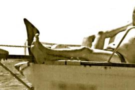 Estarellas navega en es Trenc mientras irrita a los profesores con el TIL
