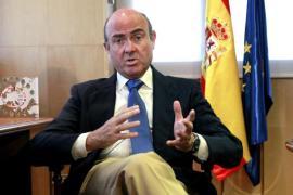 De Guindos augura una tasa de paro inferior al 27,1 % previsto para 2013
