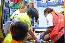 Un turista ebrio se precipita desde un hotel de Calvià y salva la vida al caer sobre un seto