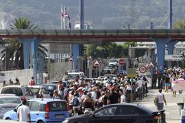 El Gobierno impide ahora llevar piedras a Gibraltar tras prohibir la arena