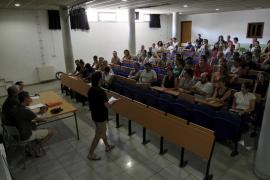 El salario de los docentes se ha recortado 4.600 euros en 4 años