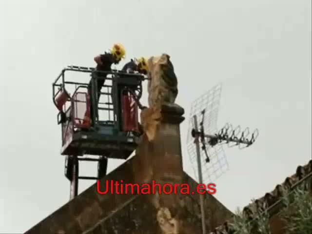 Un rayo destroza la escultura que coronaba la parroquia del Pont d'Inca