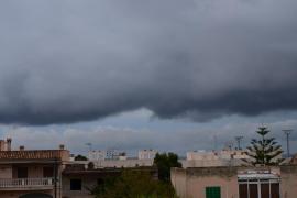 La mayor parte de Mallorca continuará  este martes en alerta por lluvias y tormentas