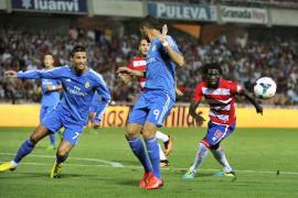 Un gol de Benzema da la victoria al Madrid en Granada (0-1)