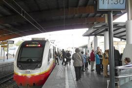 El Govern subvenciona con 13 euros cada billete de tren y con 7,5 euros el de metro