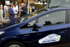 El Govern recibe un coche adaptado  para funcionar con Gas Natural Comprimido