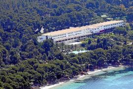 UGT y CCOO denuncian un centenar de contratos ilegales de becarios en hoteles