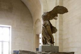 El Louvre busca recaudar 1 millón a través del crowdfunding para restaurar la Victoria de Samotracia
