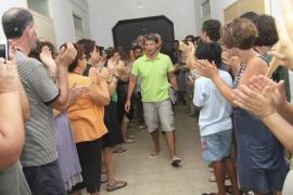 Más 3.000 personas piden la incorporación como docentes de los directores sancionados