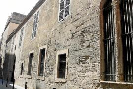 Defensa pone a la venta la batería de Cap Blanc y el club de Torre d'en Pau