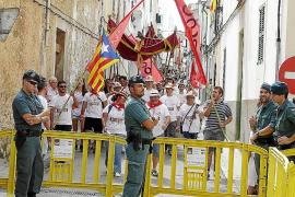 El Cosso y la oposición critican el gran despliegue policial ante el Convent