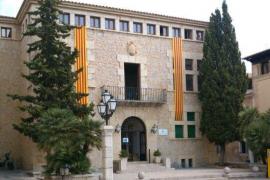 El Círculo Balear denuncia al Ajuntament d'Artà por colocar banderas catalanas