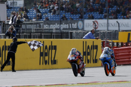 Salom vence en Silverstone y da un paso más hacia el Mundial