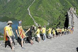 Catalunya calienta la Diada con cadenas en el extranjero