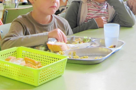 Los españoles todavía alimentan a sus hijos como en la posguerra