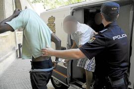 Detenido por rociar con gasolina y quemar a un africano en Es Jonquet