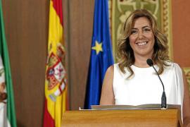 La primera presidenta de Andalucía promete gobernar con las «ventanas abiertas»