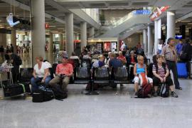 Las cenizas del volcán islandés provocan la cancelación de 69 vuelos en Balears