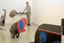 Pep Canyelles reflexiona con sus 'juguetes' sobre el paso del tiempo
