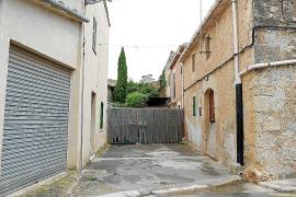 El pleno de Algaida reclama a unos vecinos la reapertura de dos calles de titularidad pública en Pina