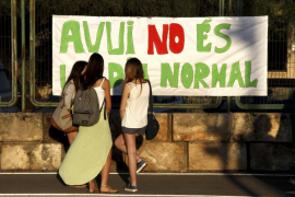 Marea verde de profesores y alumnos en el inicio del curso más crispado