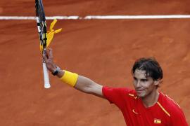 Nadal arrolla a Stakhovsky  y pone a España al borde la permanencia