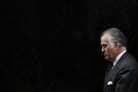 El extesorero del PP Luis Barcenas abandona la Audiencia Nacional tras declarar.