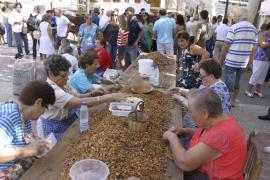 Una feria artesanal en torno a la almendra, en Santa Margalida