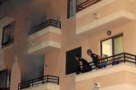 Un policía salva la vida a un joven que dormía mientras su casa se quemaba, en Palma