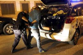 Detenido en Palma tras accidentarse con su coche y cuadruplicar la tasa de alcohol